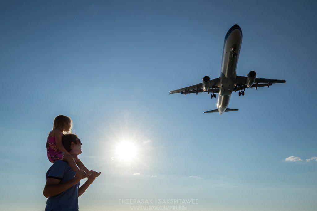 ถ่ายรูปที่สนามบินภูเก็ต2 รถเช่าภูเก็ต